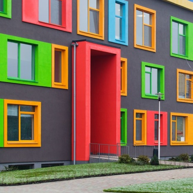покраска фасада дома в два цвета фото